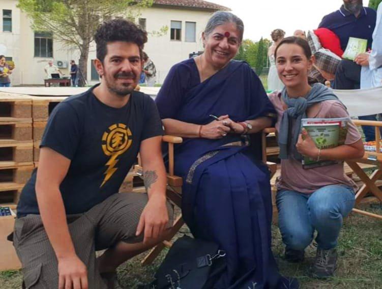 Noi con Vandana Shiva